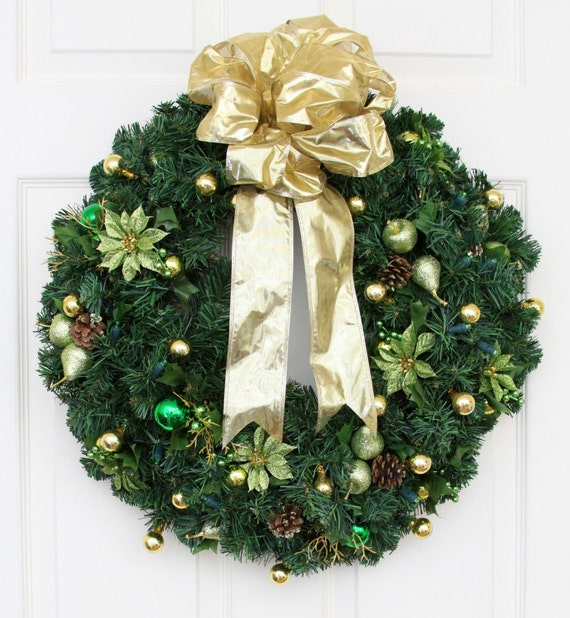 holly battery operated christmas wreath pre lit wreath. Black Bedroom Furniture Sets. Home Design Ideas