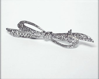 Small Victorian Style Ornate Silvertone Metal VINTAGE Bow Pin