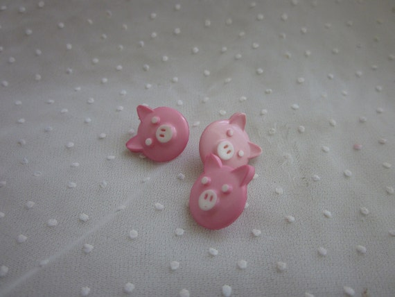 3 Little Pigs Cute Buttons Great for Clothes and Crafting