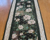 Quilted Christmas Poinsetta Table Runner