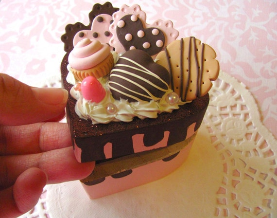 SALE - Sweet Box and Personalized Necklace