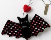 Felt animal ornament : FUZZ love bat with heart