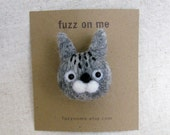 Felt animal brooch :  FUZZ needle felted cat head brooch - gray