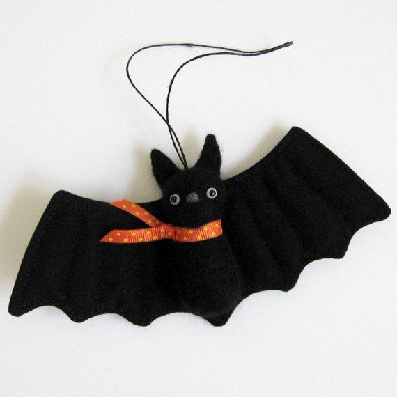 Felted animal ornament : FUZZ bat - scarf (orange)