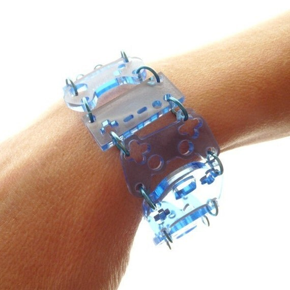Controller bracelet - blue tint with blue rings
