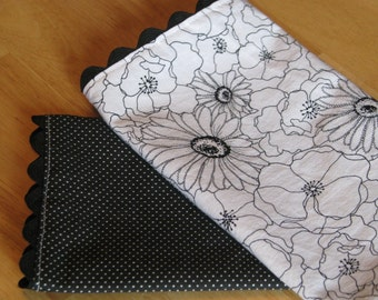 SALE Cloth Napkins Set of 4 - Black and White Poppy