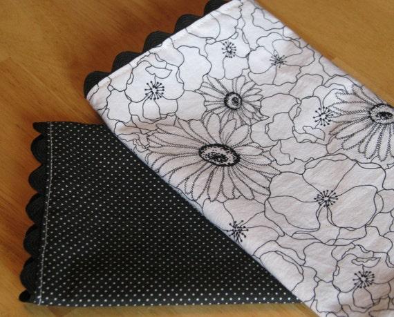SALE Cloth Napkins Set of 4 - Black and White Poppy