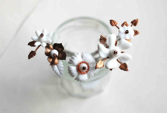 White flowers hair pins - matte white flowers and copper tones leaves hairpin - hair bun