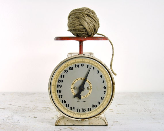 Vintage rustic metal kitchen scale for Rustic kitchen scale