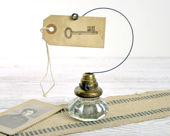 Vintage Door Knob Photo Holder / Wire Picture or Card Holder