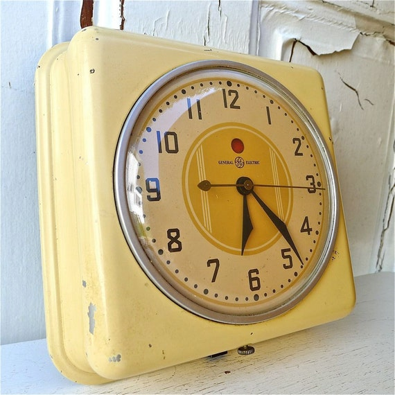 Retro Electric Kitchen Wall Clocks: Vintage General Electric Butter Yellow Wall Kitchen Clock