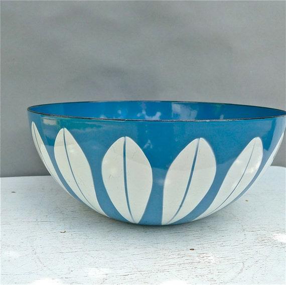 "Vintage Cathrineholm White on Blue Lotus Bowl 9.50"""