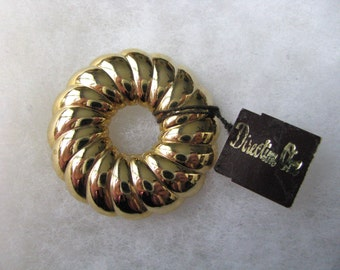 Vintage gold tone Direction One signed circle pin original tag
