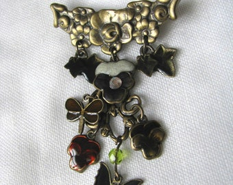 Pretty brass floral pin brooch with assorted dangles