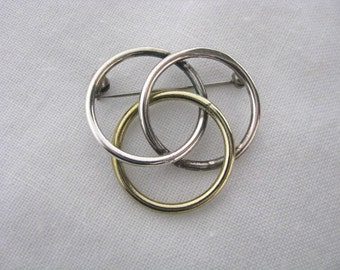 Vintage mixed metal triple circle ring brooch pin with gold tone & silver rings.