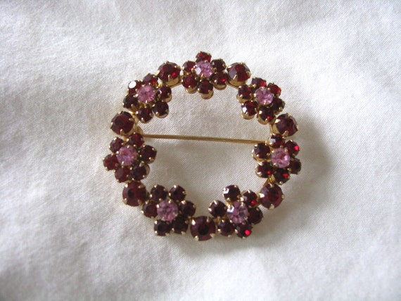 Round circle wreath pin brooch with burgundy & pink rhinestones. Vintage pin. Vintage brooch