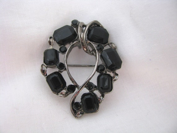 Unusual silver tone vintage pin brooch necklace with round & rect. black stones