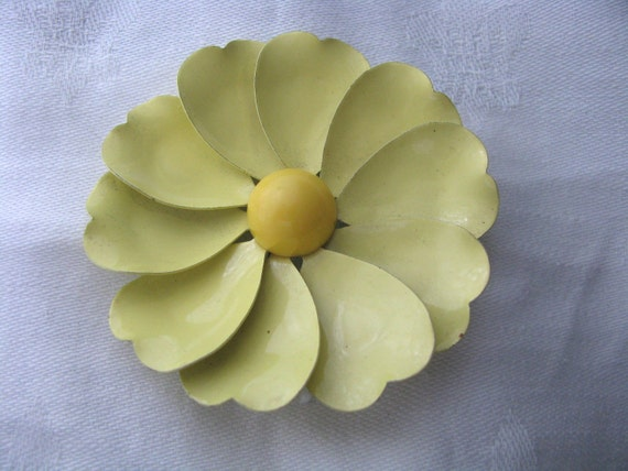 Pretty pale yellow enamel flower pin brooch