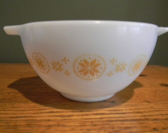Vintage Home Decor Dining and Serving Pyrex Town & Country Cinderella Bowl 1 1/2 pint orange snowflakes
