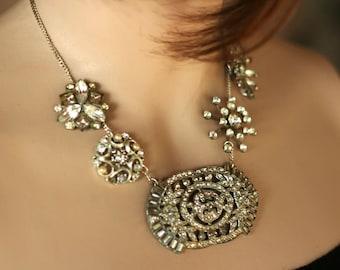 Statement Necklace: I Feel Elegant