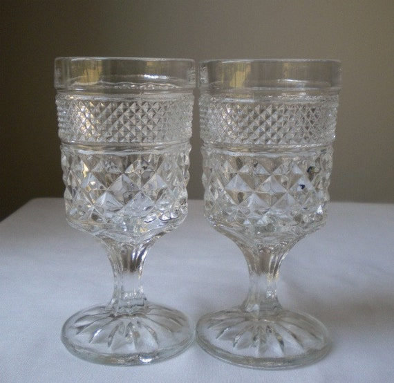 Set of 2 Clear Vintage Cocktail Glasses