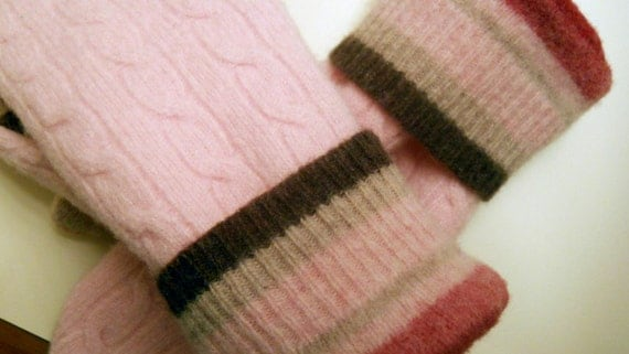 Pretty in Pink felted wool mittens: cozy, felted wool lined with soft fleece.  Made from recycled sweaters.  Ladies L