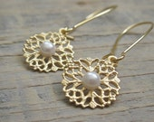 Delicate flowers Earrings with pearl