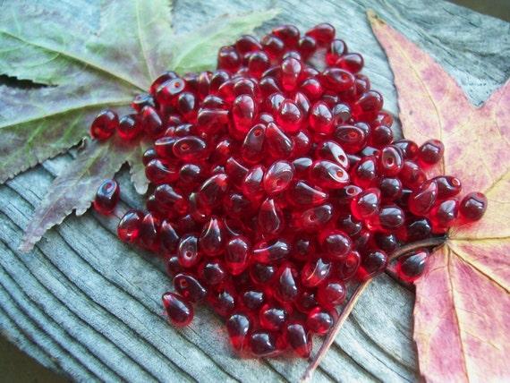 Czech glass beads Drops Teardrops 4x6mm Ruby (100pcs)