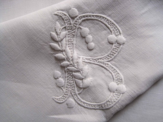 French vintage pure linen sheet, beautiful fabric, large B monogram, centre seam