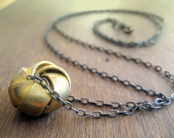 Gold knot necklace New Geometric Collection