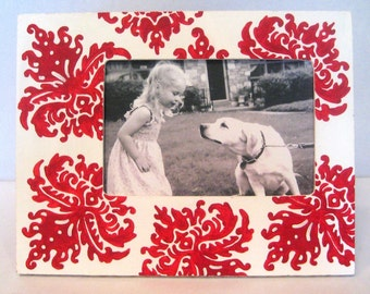 Red and White Damask Frame, Holiday Photo Frame, 4x6 Painted Picture Frame , Modern Home Decor , Painted Wood Frames , Custom Painted Frame