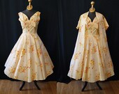 ON Hold Lovely 1950's buttery yellow floral print satin party dress with matching over coat shelf bust vlv show stopper - size Medium
