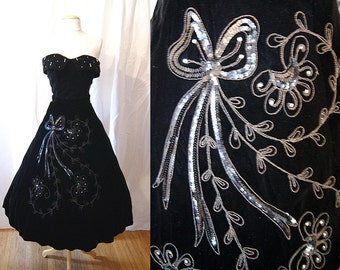 """Rare 1950's """"Madalyn Miller Original"""" BLack Velvet Cocktail skirt with embroidery sequins  & Rhinestones Chic VLV Rockabilly - size Small"""