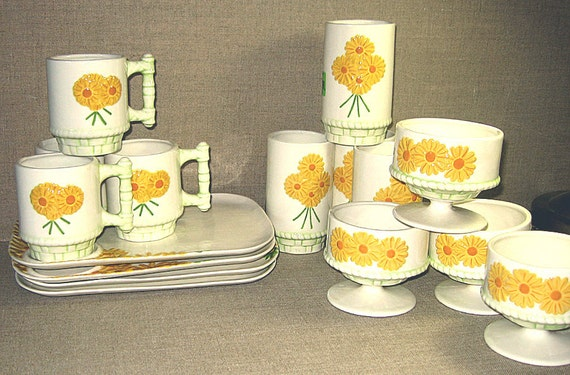 BIG SALE Daisy Vintage Snack and Dessert Set 16 pieces of Ceramic Retro Fun