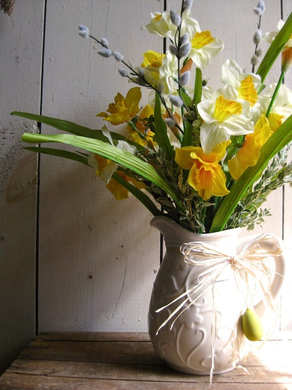 Cottage Daffodil Pitcher