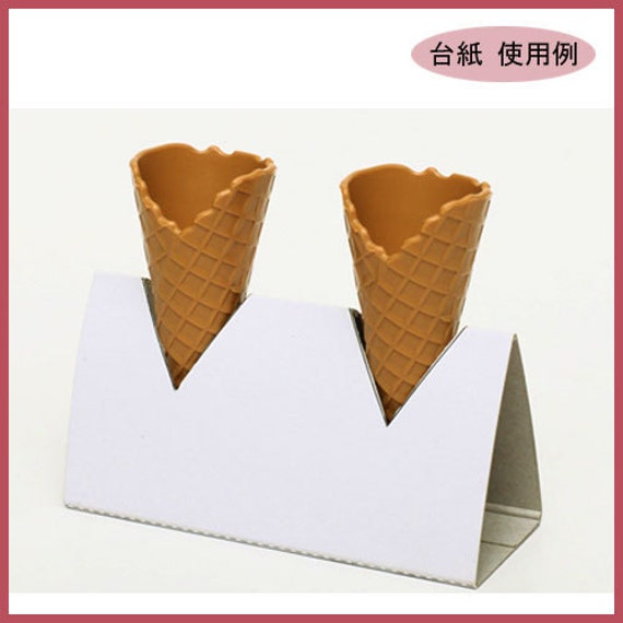 A set of 3 mini plastic wafflecones for fake ice-creams and soft serves. Please check size. Plain waffle cones by Tamiya.