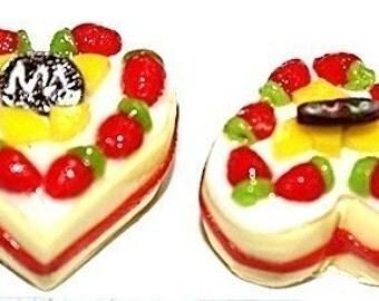 4 Heart Shape Sweet Strawberry Mini Butter Cakes