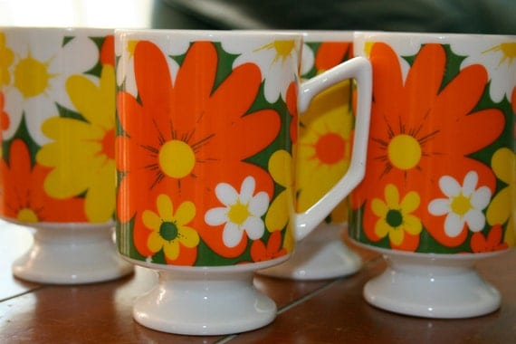 Vintage Mugs ceramic cups retro Psychedelic milk glass Mugs with Handles and Pedestals Orange Yellow White hippie Daisies on Green set of 4