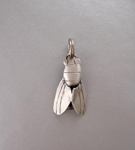 2 Fly Fly Zipper Pulls
