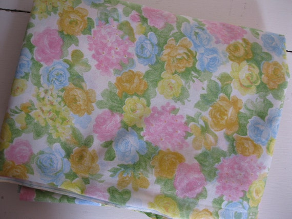 Pretty Vintage 1960's Cotton Blend Floral Sheet Fabric