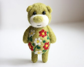 Pocket green ornamented artist bear