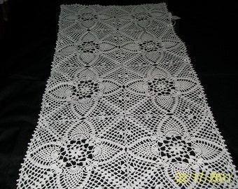 Handmade, new runner in Pineapple pattern