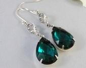 Mistletoe,Earring,Vintage Earrings,Emerald,Emerald Earrings,Green,May,Rhinestone. Handmade Jewelry by valleygirldesigns.