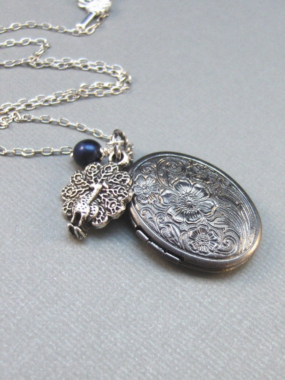Pavo,Peacock,Locket,Silver Locket,Antique Locket,Blue,Filigree,Silver,Antique. Handmade jewelery by valleygirldesigns.