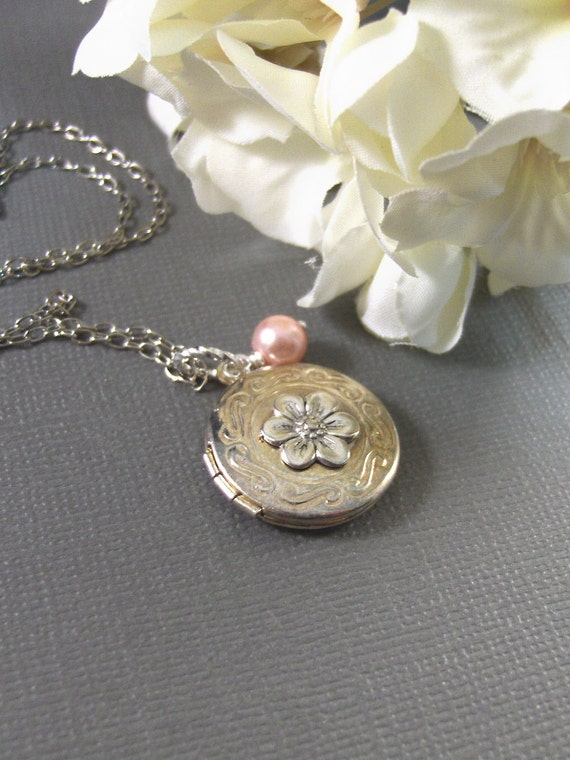 Petite Fleur,Necklace,Lockert Necklace,Flower Necklace,Handemade Locket,Pink Pearl,Pearl Necklace,Girl,Child,Baby,Girl Locket,Pink Necklace