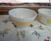 Sale...Mid Century Pyrex Yellow Polka Dots Bowls, Medium 1 1/2 qt size