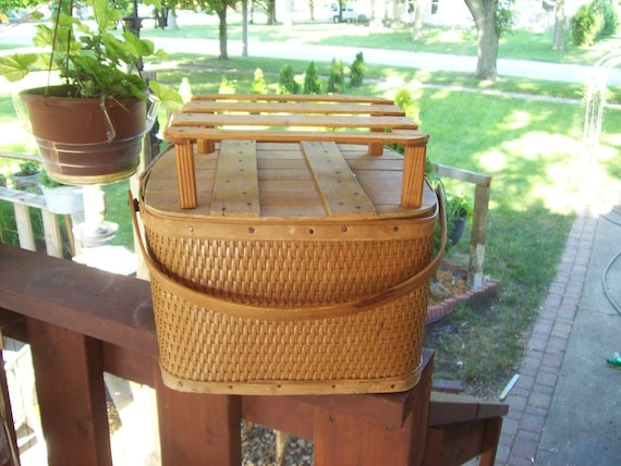 Old Wicker Redman Picnic Basket, with Pie tray