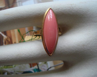 Vintage 1960's fine jewelry in sold 18k coral ring