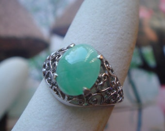 Vintage 1950's to 1960's fine jererlry in sold 14k gold jade  ring