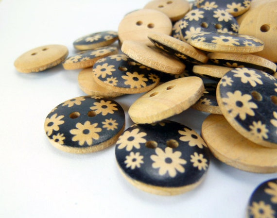 WB11015 - 18mm Flower Printed Design Wood Button, Wooden Buttons (6 in 1 set)